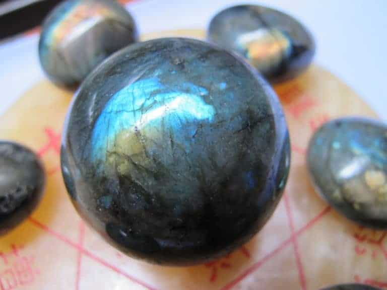 Tìm hiểu chi tiết về đá Xà Cừ và ý nghĩa phong thủy