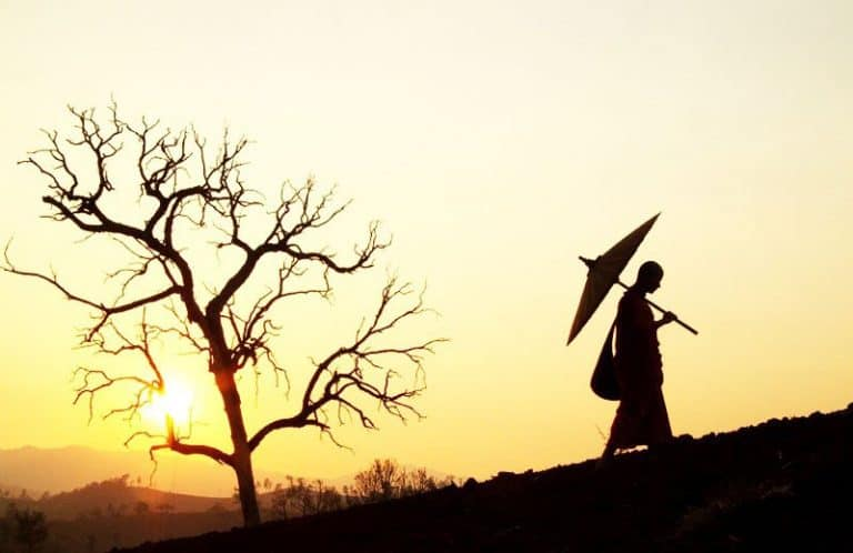 Hiểu rõ vận mệnh để làm chủ vận mệnh: 9 cách thay đổi số phận theo Phật giáo