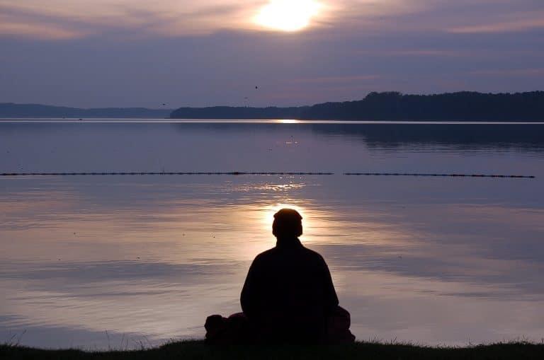 Gặp việc lớn, phải trầm tĩnh. Đời người, giữ được yên tĩnh thì có thể tiến xa